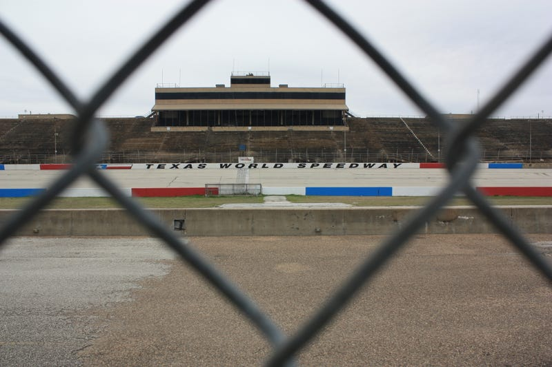 Illustration for article titled This Small-Town Race Track May Get A Stay Of Execution After Decades Of Struggling