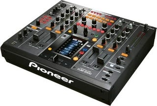 Illustration for article titled Pioneer's DJM-2000 Shows Why Every Digital Mixer Should Come With Multitouch