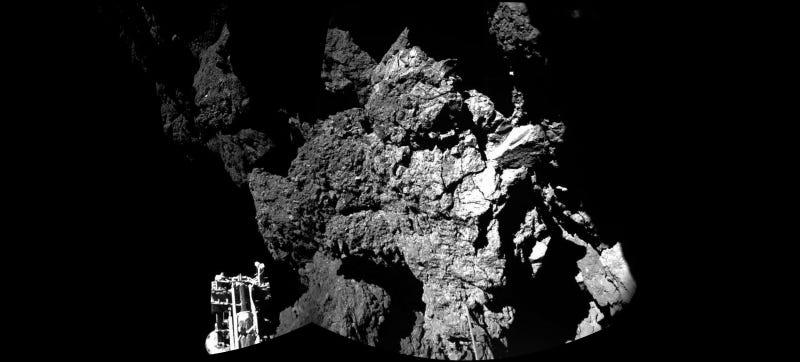 Illustration for article titled The First Close-Up Image of Comet 67P From the Philae Lander