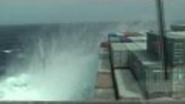Watch Heavy Seas Bend And Twist A Giant Ship Like Taffy