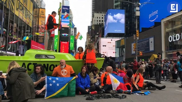 Extinction Rebellion Delays Flights in London and Snarls Traffic in New York