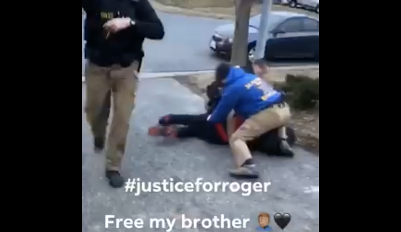 Illustration for article titled Delaware Police Officer Caught on Video Repeatedly Punching Black Teen in the Face During Drug Arrest