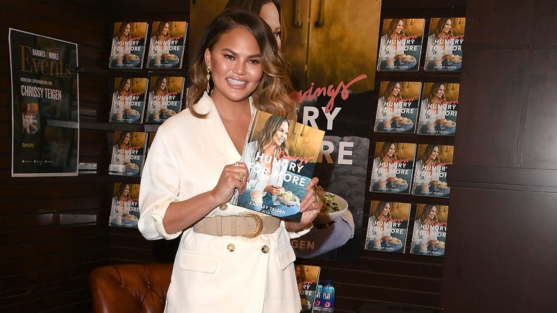 Illustration for article titled Chrissy Teigen may have tweeted her way into a gig creating airplane menus