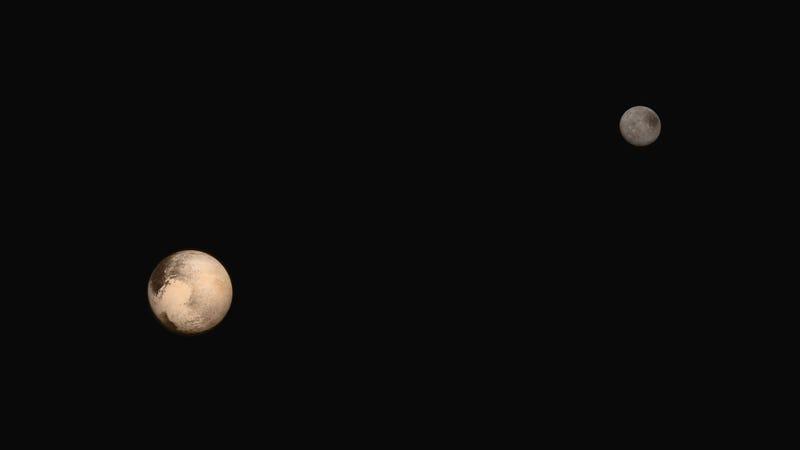 Illustration for article titled Oké, de hogy néz ki a Pluto és a Charon szabad szemmel?