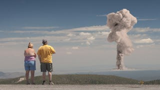 Illustration for article titled Tourists Watching Nuclear Explosions Is a Terrible Idea But a Great Facebook Photo
