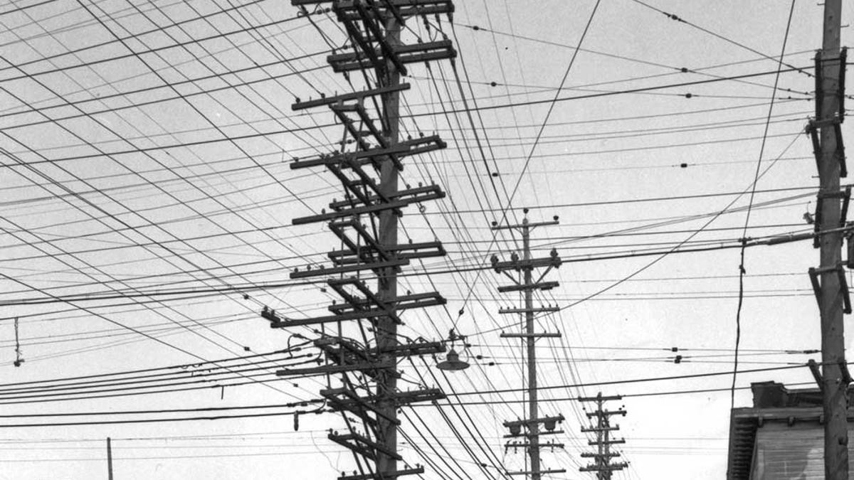 Super Photos From The Days When Thousands Of Cables Crowded The Skies Wiring Digital Resources Ntnesshebarightsorg
