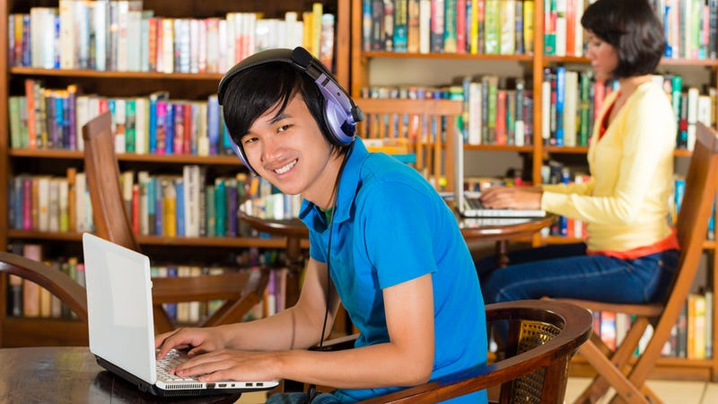 Illustration for article titled Rural Chinese Libraries Have Become Unofficial Internet Cafes