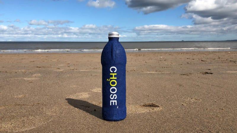Illustration for article titled El material de esta botella se autodestruye en tres semanas (y puede ser uno de los inventos de la década)