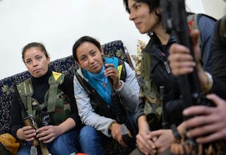 Illustration for article titled Female Fighters in Syria