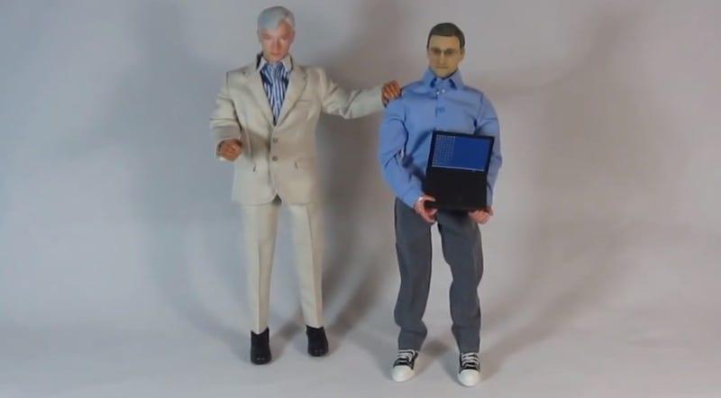 Illustration for article titled Itt egy akciófigura, ami Edward Snowdenről lett mintázva
