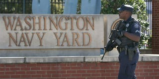 Police officer responds to the Washington Navy Yard mass shooting (Mark Wilson/Getty Images)