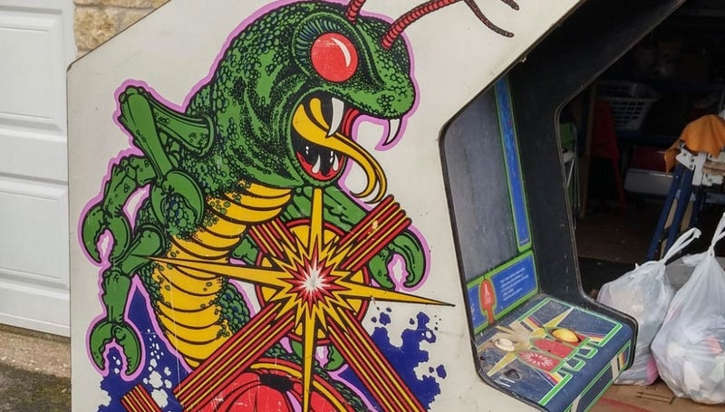 Illustration for article titled How A Filthy Old Arcade Cabinet Is Restored To Its Former Glory