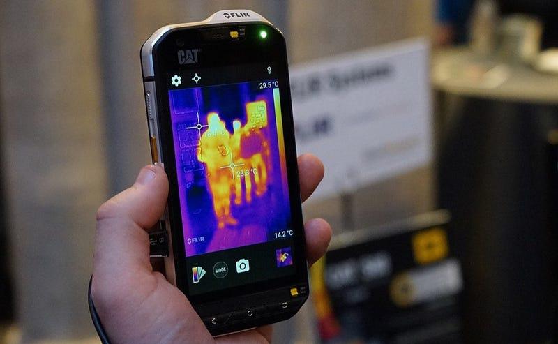 Probamos el CAT S60: con este genial móvil podrás ver como el Depredador