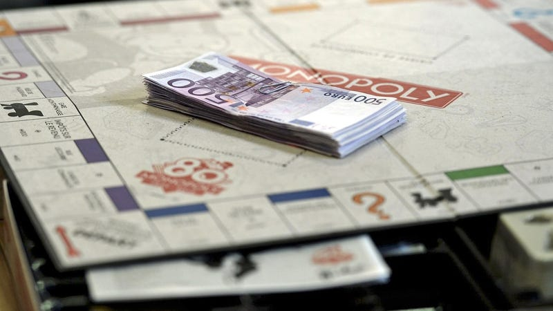 Illustration for article titled Random Special Edition Copies of Monopoly Will Come With Real Cash