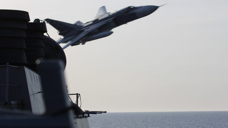 Illustration for article titled Russian Planes Just Came Really, Really Close to Hitting a US Navy Destroyer