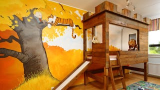 Illustration for article titled Greatest Dad Ever Creates a Calvin & Hobbes Nursery Complete with Tree Fort
