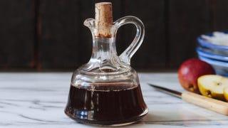 Illustration for article titled DIY Vinegar