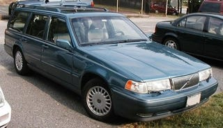 Illustration for article titled Can This Volvo 960 Get More Facebook Fans Than A Porsche?