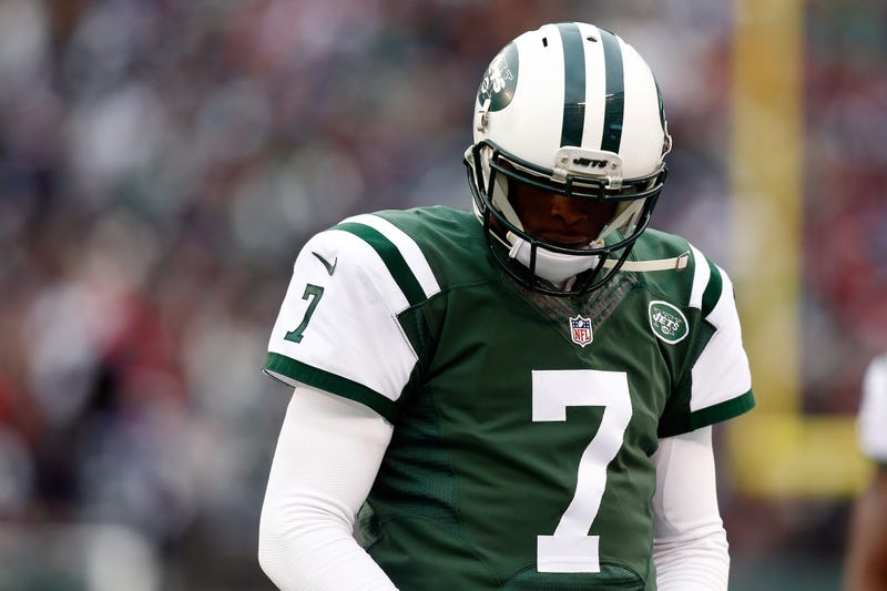 Illustration for article titled Geno Smith Got His Face Caved In Because He's A Poor Leader