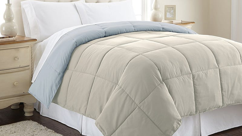 Amrapur Overseas Down Alternative Microfiber Quilt. $20-$24