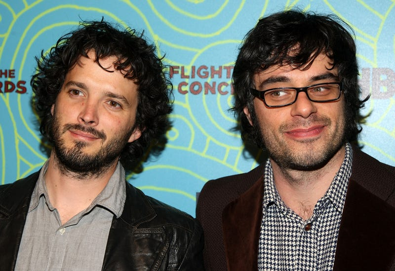 Illustration for article titled Flight Of The Conchords reschedules tour after Bret McKenzie injures hand