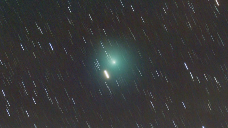 A Passing Comet Will Be Visible to the Naked Eye This Weekend