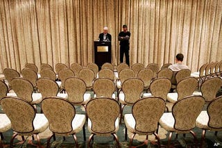 Illustration for article titled No One Shows Up To Watch Jose Canseco Do His  'I Told You So' Dance About Manny
