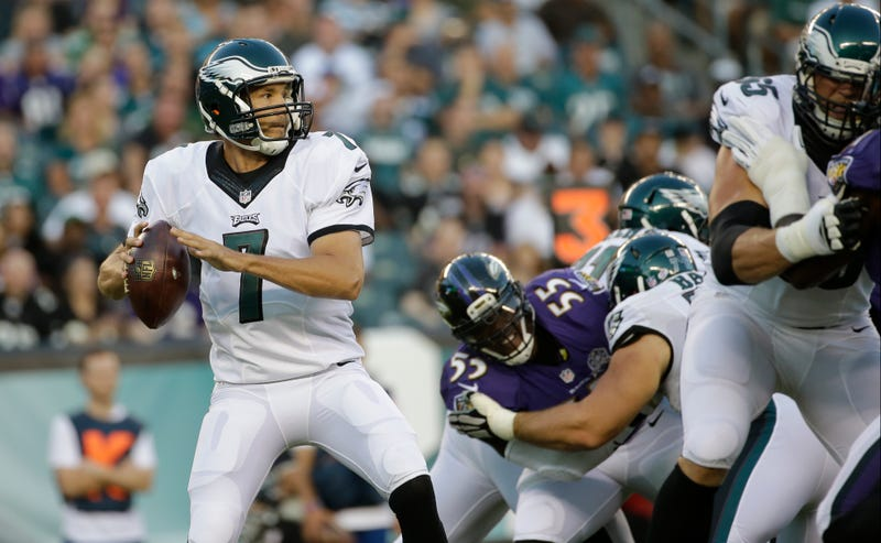 Illustration for article titled Eagles Accuse Terrell Suggs Of Targeting Sam Bradford's Knee [Update]