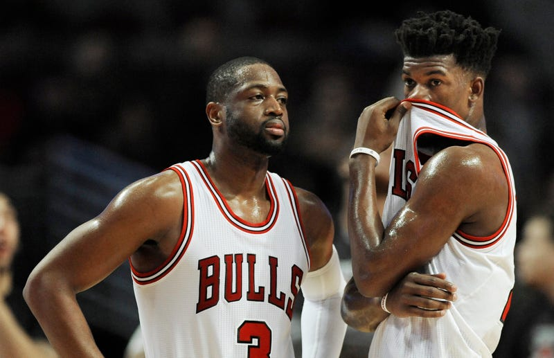 Illustration for article titled Dwyane Wade Asks Jimmy Butler To Kindly Wipe His Drool Off Gabrielle Union's Instagram Photos