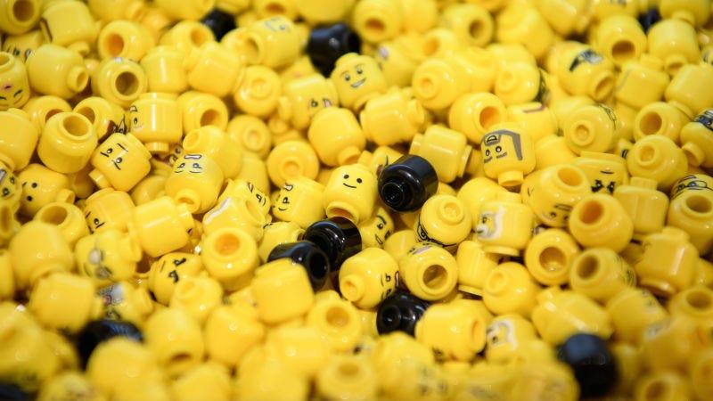 Illustration for article titled Esto es lo que tarda tu organismo en expulsar una pieza de Lego si te la tragas por accidente