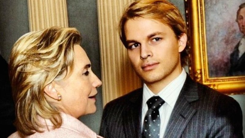 Illustration for article titled Look At This Very Chill Picture Of Ronan Farrow and Hillary Clinton