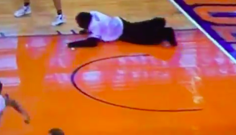 Illustration for article titled Phoenix Suns' Gorilla Mascot Dives Onto The Court, Recovers Item, Scampers Off