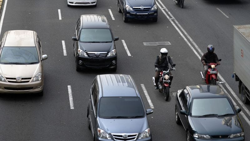 Illustration for article titled Motorcyclists Riding 2-Wide In Lane Right Next To You Probably Know What They're Doing