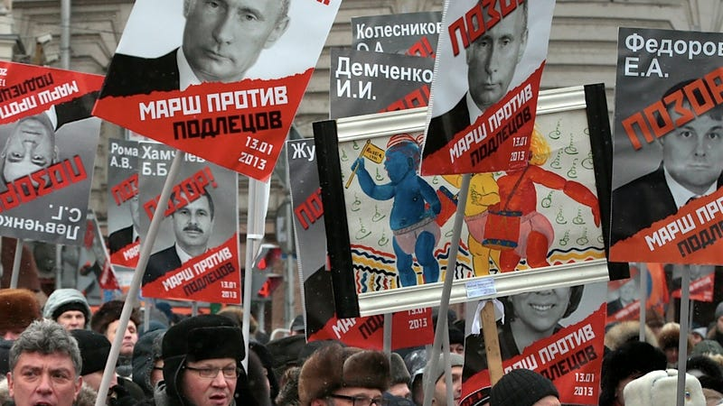 Illustration for article titled Russians Take Part in a 'March Against Scoundrels' to Protest Adoption Ban