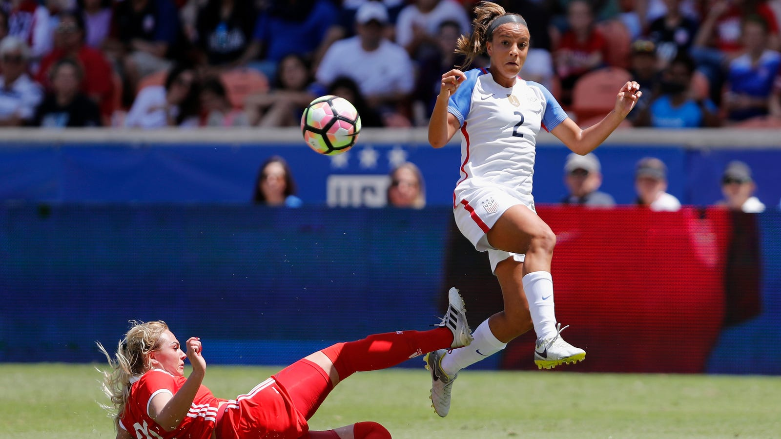 18yearold soccer star mallory pugh is leaving ucla to