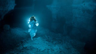 Illustration for article titled Ethereal photos of the spirit that haunts Russia's underwater crystal cave