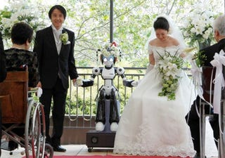 Illustration for article titled Robot Marries Couple In—Where Else?—Japan
