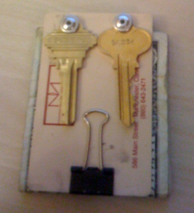 Illustration for article titled DIY Keychain Money Clip Lightens Your Pockets
