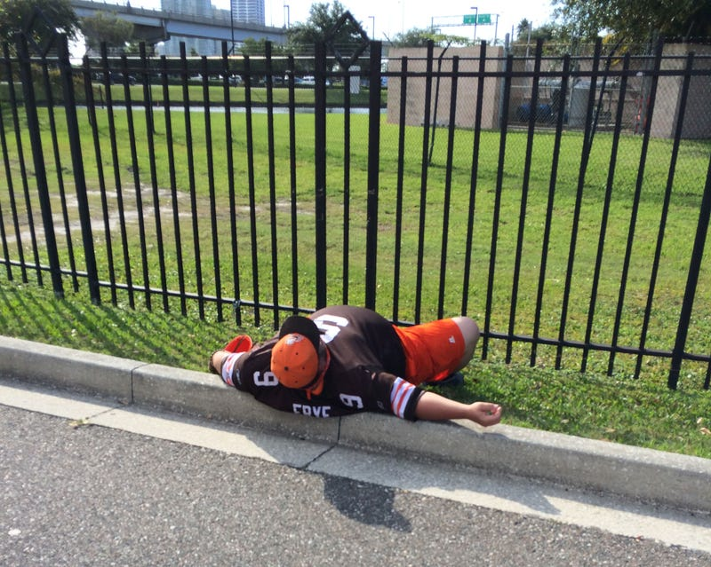 Illustration for article titled Here's An Unconscious Browns Fan In The Jacksonville Parking Lot