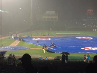 Illustration for article titled Cubs Ground Crew Struggles To Get Tarp On Field, Gets Booed