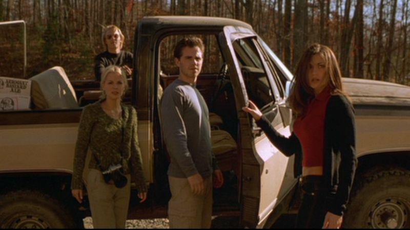 A scene from Cabin Fever showing the laughably dated fashion and hairstyles of 2002.