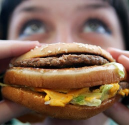 Illustration for article titled Study Finds Women Have Harder Time Combating Food Cravings