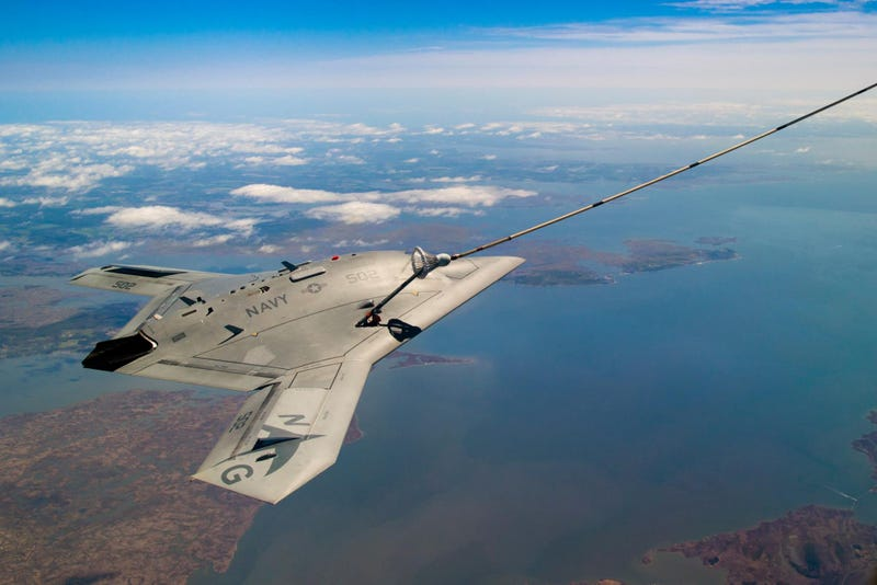 Illustration for article titled Bask In The Awesome Of The Bat-Winged X-47B Sipping Gas From A Tanker