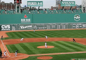 Illustration for article titled Dudes I am NOT asking you to throw to Home Plate from Green Monster