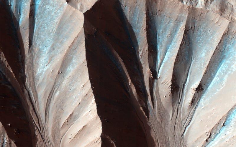 Illustration for article titled Estos espectaculares barrancos en Marte son casi como los de la Tierra