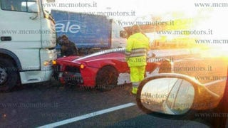 Illustration for article titled Here's The First $1.3 Million LaFerrari Crash Straight From Italy