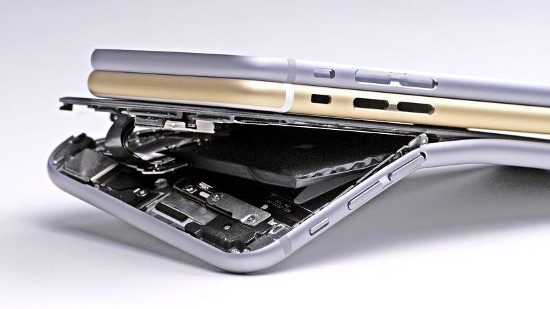 Illustration for article titled Apple sabía que el iPhone 6 podía doblarse antes de lanzarlo, pero no lo arregló hasta un año y medio después