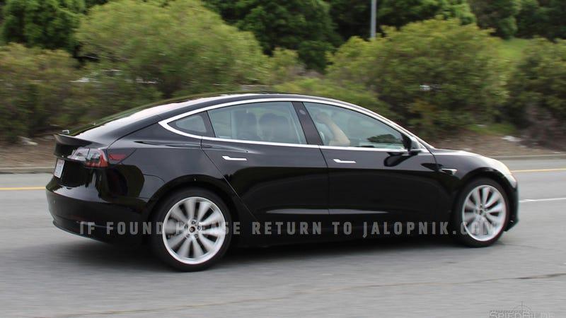 Un candidato a versión final del Tesla Model 3. Imagen: Brian Williams/Spiedbilde/Jalopnik