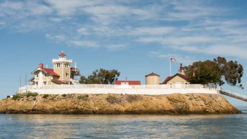 Se busca pareja para vivir en esta isla en medio de la Bahía de San Francisco por 130.000 dólares al año