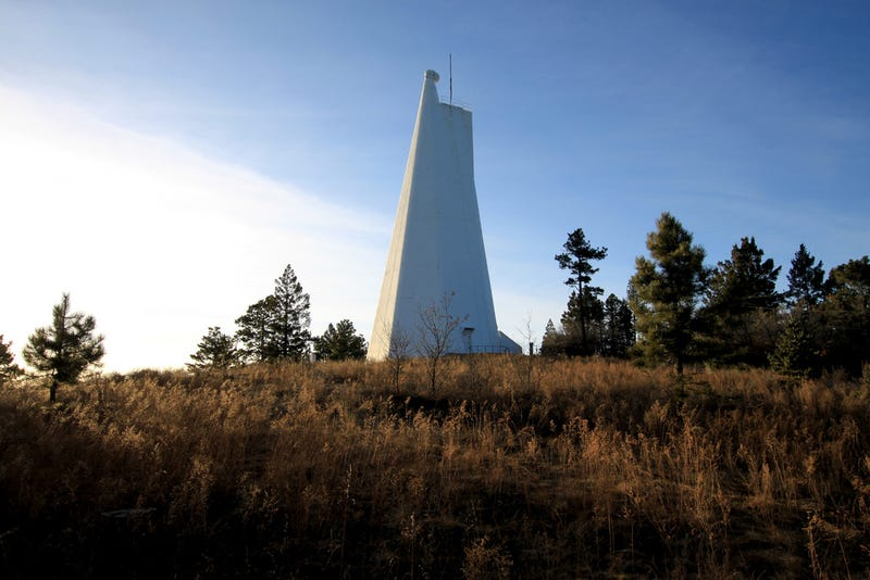 Illustration for article titled Reabren el observatorio de Nuevo México que cerró misteriosamente con una explicaciónque siembra más dudas